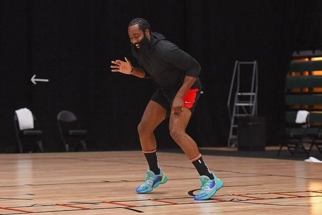 11- Houston Rockets - O time chega em Orlando sem o astro Russell Westbrook, com coronavírus. O armador perdeu todo o período de treinamentos na Flórida e precisa estar completamente sem riscos para retornar às quadras. Fora isso, o Rockets, de James Harden ainda está aprendendo a jogar sem pivô