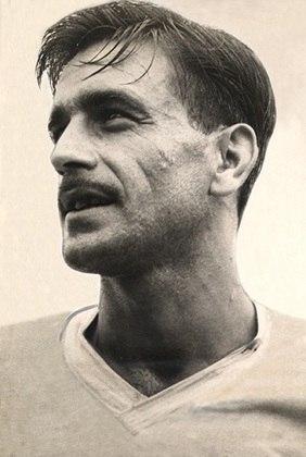 11º Idário - 469 - O lateral defendeu o Corinthians durante 10 anos, entre 1949 e 1959.