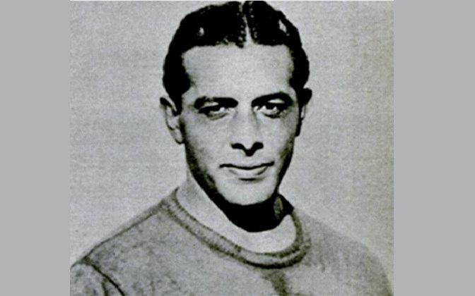 11 - Jurandir - Jurandir Corrêa dos Santos  (26/4/1912, São Paulo; 4/3/1972, São Paulo). É lembrado como o goleiro do primeiro tricampeonato. Se destacou no Palmeiras (então Palestra) e defendeu o Mengo entre 1942 e 1946, primeiro revezando com Yustrich e, depois, como titular absoluto. Chegou a defender a Seleção Brasileira. Em 1946 foi para o Corinthians.