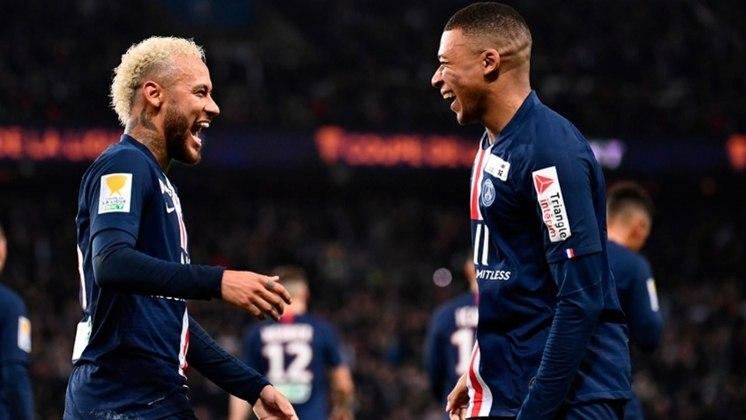 11- PARIS SAINT-GERMAIN - O time entrou em campo sem sete jogadores importantes e perdeu para o Lens, por 1 a 0, pela segunda rodada do Campeonato Francês. Entre os jogadores infectados, estavam Neymar e Mbappé.