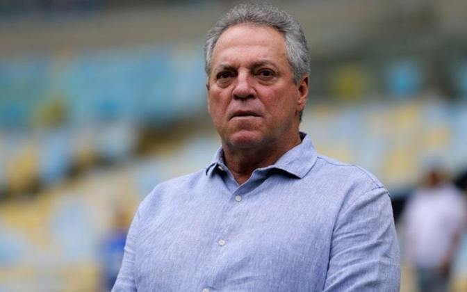 ABEL BRAGA: Abel Braga também está livre no mercado. Com estaduais, Brasileiros, Libertadores e Mundial na mala, ele está sem clube desde março deste ano, quando deixou o comando do Vasco.