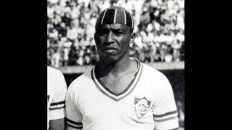 12 - Bigode (1943 - 1955) - 394 jogos com a camisa do Fluminense.