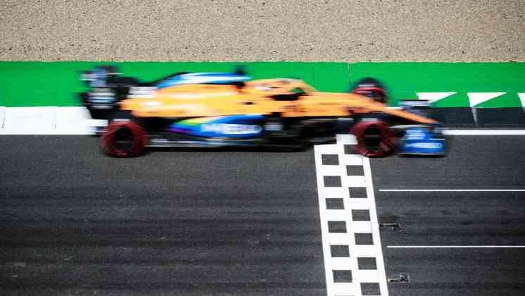 12) Carlos Sainz Jr. (McLaren), 1min27s083