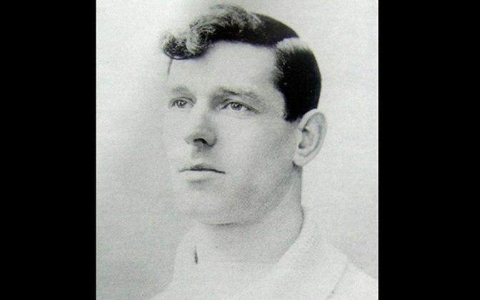 Charles Williams (Inglaterra): O inglês foi o primeiro estrangeiro a treinar o Flamengo. Ficou no clube de 1930 a 1931, deixando os seguintes números: 45 jogos, com 16 vitórias e um aproveitamento de 38.5%. Fez sucesso no rival Fluminense.