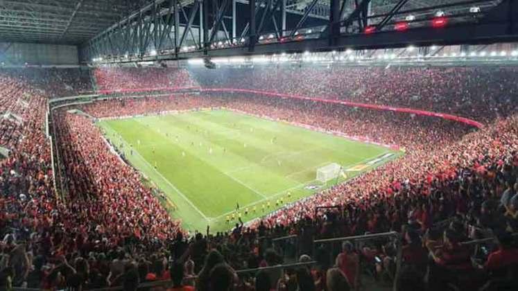 12 – O Athletico-PR deixaria de receber mais de R$ 8 milhões sem a presença da torcida em seus domínios (287.185 ingressos)