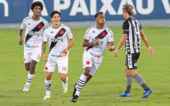 12) O Vasco ganha do PSG por pouco: são 3.812 interações.