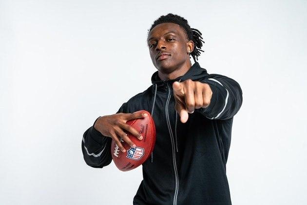 12º Philadelphia Eagles (via Dolphins/49ers) - Jaycee Horn (CB/South Carolina): Com a abundância de wide receivers talentosos no Draft, os Eagles optam, por melhorar a defesa, com a seleção do confiante e falastrão Jaycee Horn.