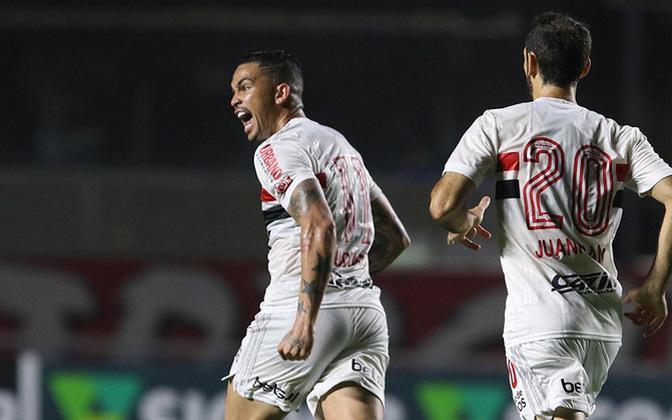 12º - São Paulo - 48,9% de aproveitamento - 15 jogos - 6 vitórias - 4 empates - 5 derrotas