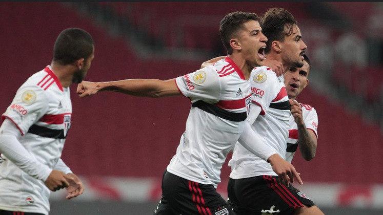 12º - São Paulo: Campeonato Brasileiro 2021 - 1ª vitória nessa edição do Brasileirão: 10ª rodada, 2 a 0 diante do Internacional.