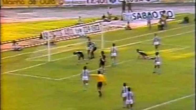 12 - Vasco 0 x 2 Londrina: na reta final do Campeonato Brasileiro de 1978, Vasco e Londrina fizeram uma partida emblemática em São Januário. Embora o Cruzmaltino tenha perdido nos 90 minutos, o jogo ficou marcado pelo maior público oficial do estádio: 40.209 pessoas.