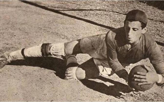 12 - Yustrich - Dorival Knipel (28/9/1917, Corumba-MS; 15/2/1990, Belo Horizonte/MG). Ele ganhou este apelido por ser parecido em físico e estilo com o Yustrich que defendia o Boca Juniors (ARG).  Goleiro do Flamengo entre 1935 e 1944, ganhou quatro cariocas: 1939 e 1942 (como titular) e 1943 e 1944 (na reserva). saiu para jogar no Vasco...
