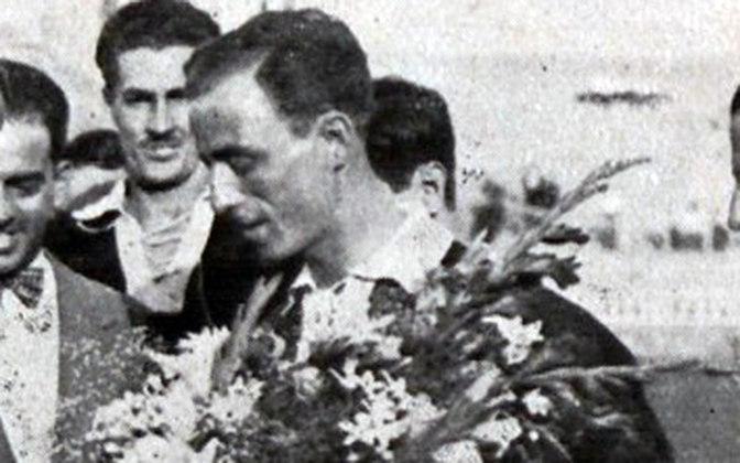12/07/1931 - Benfica-POR 0x5 Vasco - Gols do Vasco: Russinho (foto) (2), Mário Mattos (2) e Nilo