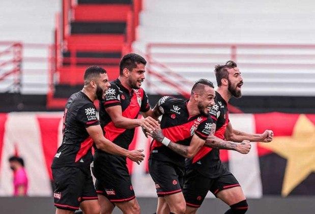 13º - Atlético-GO - 25 pontos em 18 jogos. Seis vitórias, sete empates e cinco derrotas. Vinte gols marcados e dezenove sofridos. 46,30% de aproveitamento.