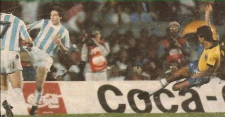 13 - Brasil 2x0 Argentina (1989) - Vaiada na primeira fase, a seleção brasileira começava o quadrangular final da Copa América contra a Argentina, a então atual campeã Mundial. Contudo, nascia uma dupla que traria a quarta estrela no peito de cada brasileiro anos mais tarde. Romário e Bebeto marcaram os gols da partida e deram a vitória ao Brasil.