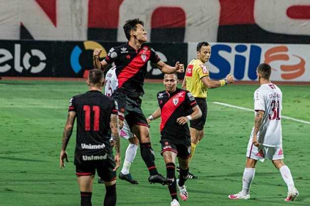 13º colocado – Atlético-GO (27 pontos) – 0,048% de chances de título; 5% para vaga na Libertadores (G6); 16% de chance de rebaixamento.