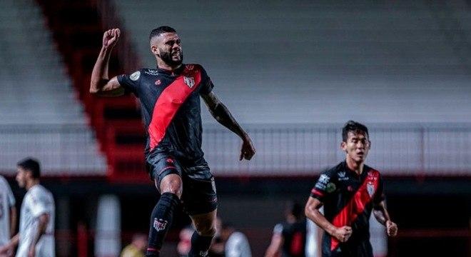 13º colocado – Atlético-GO (39 pontos/31 jogos): 0% de chances de ser campeão; 0.037% de chances de Libertadores (G6); 0.56% de chances de rebaixamento.