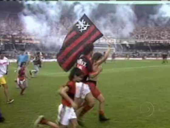 13. Flamengo 1x0 Internacional - 13/12/87 - O dia do tricampeonato brasileiro (na polêmica Copa União).