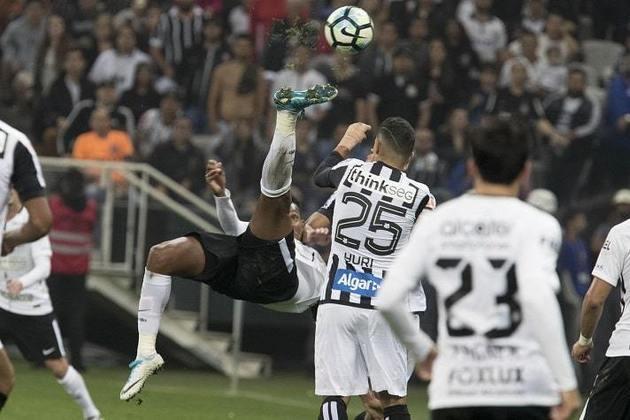 13) Golaço em clássico: Corinthians 2 x 0 Santos - 3/6/2017 - 4ª Rodada do Brasileirão-2017: em mais um gol em clássico, Jô dessa vez caprichou, marcando de bicicleta, para balançar a rede e decretar a vitória corintiana.