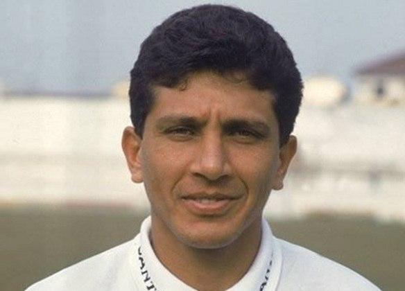 13º - Guga - Revelado pela Cabofriense ainda nos anos 80, Guga defendeu diversas equipes do Brasil. Seu auge, no entanto, foi com a camisa do Santos, onde chegou a ser o artilheiro do Campeonato Brasileiro de 1993. Depois o atacante ainda defenderia Botafogo, Bahia, Athletico Paranaense, Paysandu e Remo. Ao todo, entre 1990 e 1999, Guga marcou 44 gols no Brasileirão.