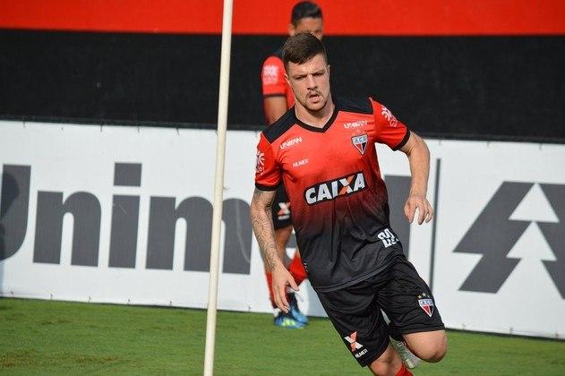 13º - Para fechar a sequência dos lembrados com dois pontos, Renato Kayzer (24 anos), do Atlético-GO e depois Athletico-PR. No Brasileirão, atuou em 13 jogos e tem cinco gols.