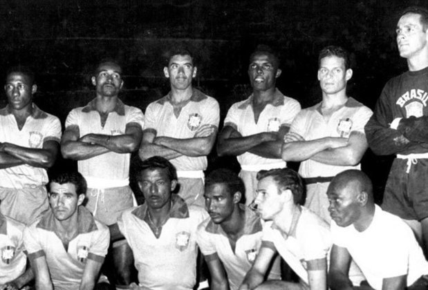 13/04/1957: O Brasil fez a estreia nas Eliminatórias para a Copa de 1958 contra o Peru, em jogo realizado em Lima, e empatou por 1 a 1 com gol de Índio. A seleção canarinho tinha apenas mais um jogo nessa edição contra o mesmo Peru no estádio do Maracanã, vencendo por 1 a 0 e se classificando para a Copa do Mundo na Suécia.