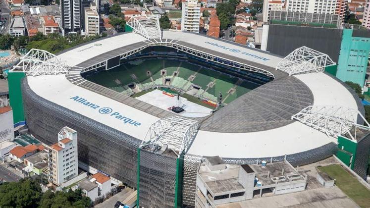 14. Allianz Parque - Ao final de 2014, a nova Arena do Palmeiras ficou pronta. Desde então, ela passou a ser uma das principais fontes de renda do clube, tendo em vista o alto comparecimento da torcida. No Allianz Parque, o Verdão conquistou o Brasileirão de 2016 e 2018, além da Copa do Brasil de 2015 e o Paulistão de 2020.