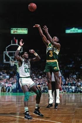 14 - DALE ELLIS: Jogador com o maior número de pontos em uma só temporada pelo Seattle Supersonics (2.253), Ellis foi eleito para o All-Star Game de 1989 e conquistou o concurso de três pontos naquela oportunidade. Em 1997-98, o ex-ala liderou a liga em aproveitamento nos arremessos de longa distância, com 46.4%