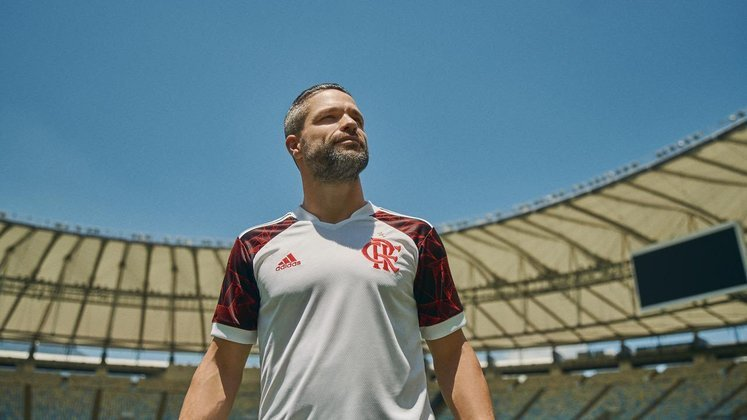 14º - Diego - Posição: Meia - Clube: Flamengo - Idade: 36 anos - Valor de mercado segundo o Transfermarkt: 1,3 milhões de euros (aproximadamente R$ 8,05 milhões) - Contrato até: 31/12/2021