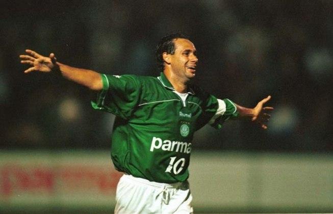 14º - Evair - Ídolo do Palmeiras, Evair foi um dos maiores camisas 9 do futebol brasileiro nos anos 80 e 90. Entre 90 e 99, além do Alviverde, o centroavante defendeu também as cores de Vasco e Portuguesa no Campeonato Brasileiro, anotando 43 gols apenas nesse período.