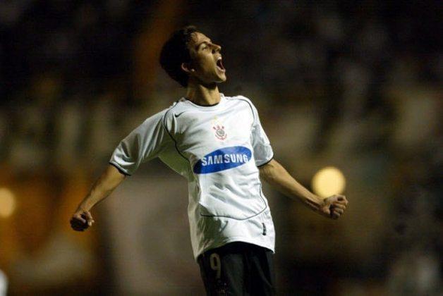 14º - Nilmar (Lyon - Corinthians) - 2006 - R$ 27,8 milhões