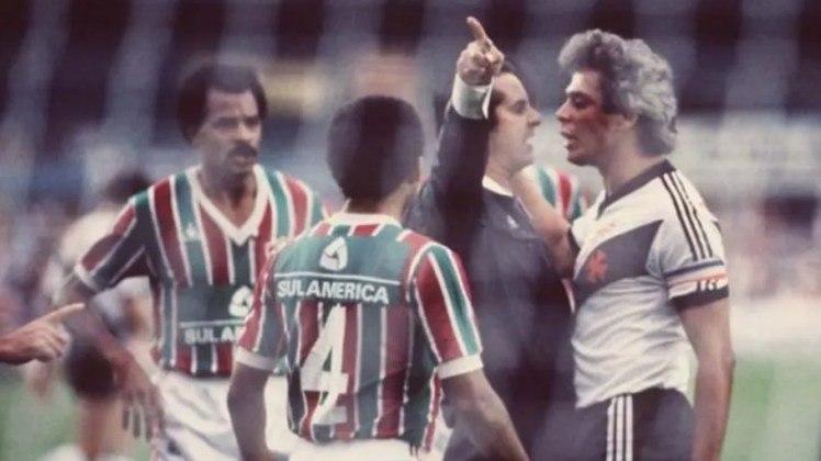 14 - Vasco 2 x 2 Fluminense: o famoso clássico dos gigantes deu início a sua trajetória em São Januário, no ano de inauguração do estádio. Assim, no dia 3 de julho de 1927, Vasco e Fluminense empataram em 2 a 2 com a Colina Histórica lotada, com mais de 30.000 pessoas.