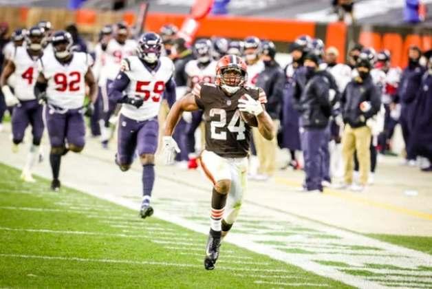 15° Cleveland Browns - Myles Garrett se encaminha para ser o melhor defensor de 2020. O retorno de Nick Chubb eleva o patamar ofensivo do time.