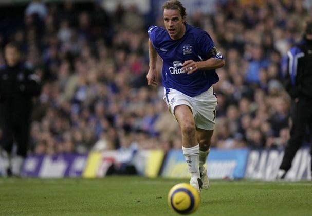 15° - Conhecido pelo gol marcado pela Inter de Milão contra o Arsenal em 2003, o ex-meia holandês Andy van der Meyde chegou ao Everton em 2005. Ficou no clube de Liverpool por quatro temporadas, mas realizou somente 24 partidas e não marcou gols