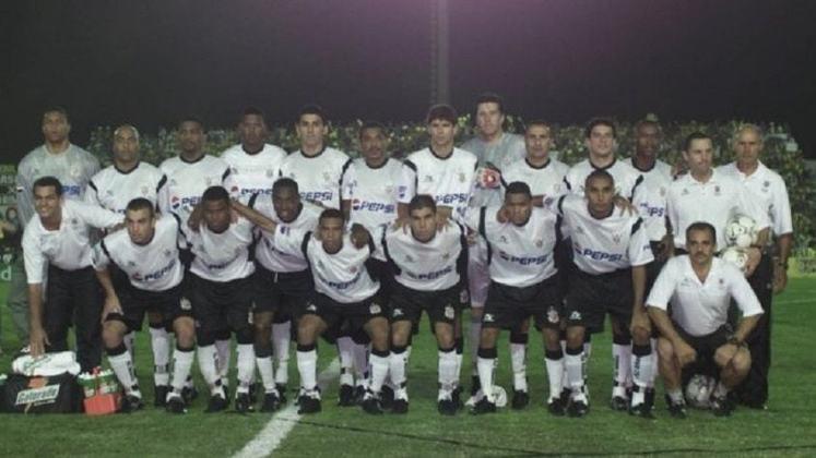 15 de maio 2002 - Corinthians conquista a Copa do Brasil de 2002 ao bater o Brasiliense na decisão.