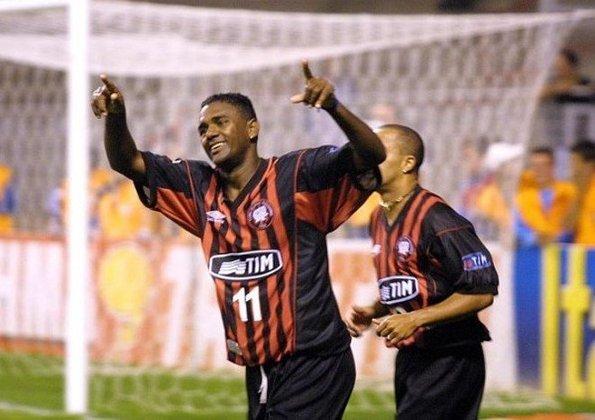 15º - Kléber Pereira(1999–2010) - 102 gols em 195 jogos (Média: 0.52).