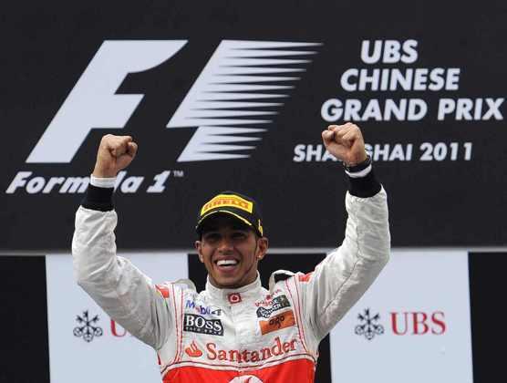 15 - Lewis Hamilton usou o Kers para ultrapassar Sebastian Vettel e conquistou o GP da China de 2011