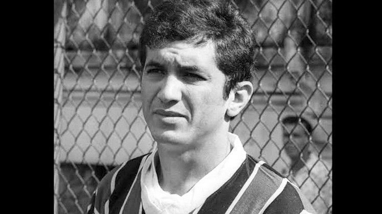 15 - Lula (1965 - 1974) - 375 jogos com a camisa do Fluminense.