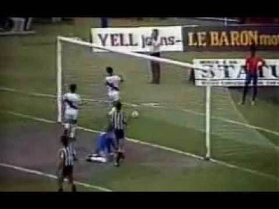15 - Vasco 3 x 0 Botafogo: Para finalizar a lista, não poderia faltar um clássico da amizade. Assim, no Carioca de 1984 o Vasco deitou e rolou para cima do Botafogo e, com gols de Giovani, Mauricinho e Mário, o cruzmaltino conseguiu sair vitorioso de São Januário.