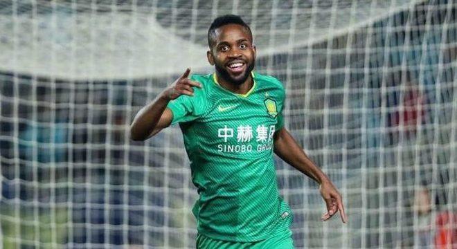16º Cédric Bakambu - O Beijing Guoan tirou o jogador do Villarreal por 40 milhões de euros ( R$ 264 milhões), em 2018