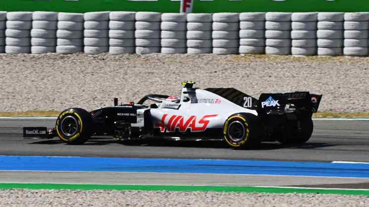 16) Kevin Magnussen (Haas), 1min17s908