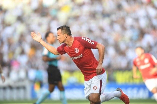 16º - Leandro Damião - 59 gols - Aos 30 anos de idade, Leandro Damião atualmente defende o Kawasaki Frontale, do Japão. Cria do Internacional, Damião defendeu no Brasil também as camisas de Santos e Flamengo.