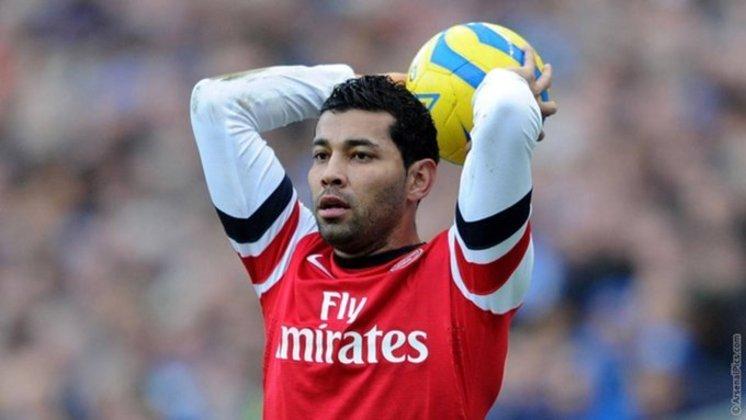 16º - O primeiro brasileiro na lista é o ex-lateral-esquerdo André Santos. Ele foi contratado pelo Arsenal em 2011, ficando lá até 2013. Fez 33 jogos e marcou três gols, sem deixar grandes saudades no torcedor