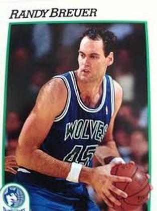 16- Randy Brewer (2,21 metros) - O pivô jogou na NBA entre 1983 e 1993, com passagens por Milwaukee Bucks, Minnesota Timberwolves, Atlanta Hawks e Sacramento Kings. Ele finalizou sua carreira com médias de 6.8 pontos, 4.4 rebotes e 1.1 bloqueio em 681 jogos