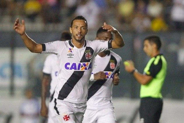 16º - Vasco 1x0 Madureira - Carioca 2016 - Depois de uma cobrança de lateral de Madson, Formiga cortou para a entrada da área, e Nenê não desperdiçou