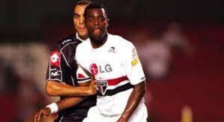 16/03/2005 – Quilmes 2×2 São Paulo (Libertadores 2005) - As equipes se enfrentaram pela Libertadores. Osorio colocou os argentinos na frente, Tardelli e Grafite viraram, mas Caneo empatou no segundo tempo.