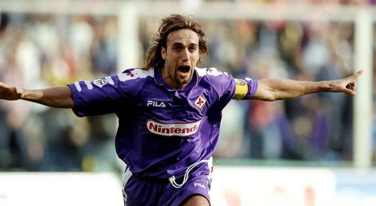 17 – Batistuta: atuava como atacante e fez história na Fiorentina, também com passagens por Roma (depois) e River e Boca (antes). Foi o único jogador a marcar um hat-trick em duas Copas diferentes