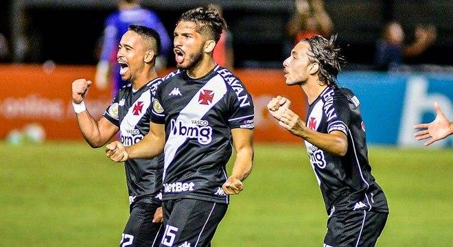 17º colocado – Vasco (32 pontos/30 jogos): 0% de chances de ser campeão; 0.002% de chances de Libertadores (G6); 37.3% de chances de rebaixamento.