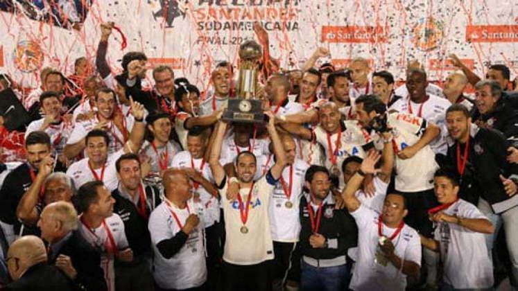 17 de julho de 2013 - Corinthians conquista a Recopa Sul-Americana de 2013 ao bater o São Paulo na decisão.