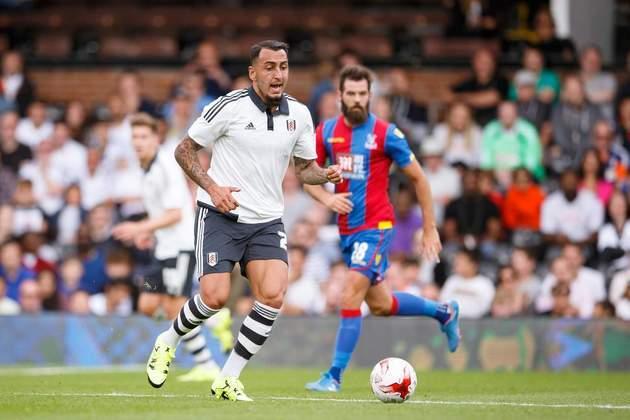 17º - Destaque no futebol grego, o atacante Mitroglou chegou ao Fulham em 2014, cercado de grandes expectativas. A contratação não deu certo e ele realizou somente três jogos, sem marcar nenhum gol. Atualmente, está no PSV