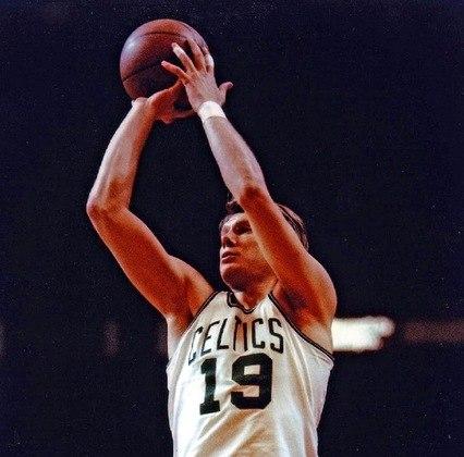 17- Don Nelson (cinco títulos): O ex-jogador do Boston Celtics, que teve o seu número (19) retirado pela franquia venceu cinco títulos com a equipe de Massachusetts. Após se aposentar das quadras, Nelson foi para a beira da quadra, onde se tornou o treinador com o maior número de vitórias na NBA.